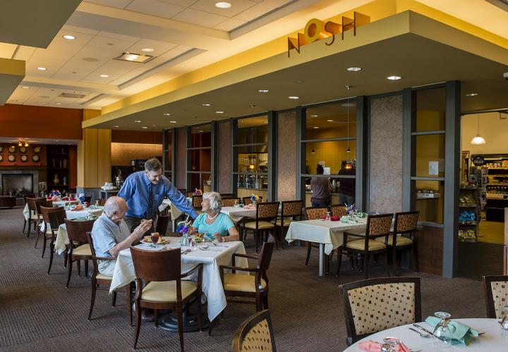 A couple enjoys dinner at Nosh, our kosher bistro in the Shapiro Community Center at NewBridge on the Charles.