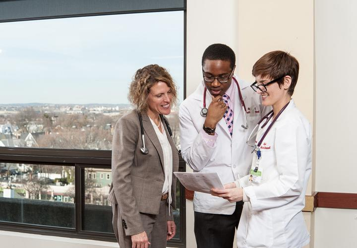 Harvard Medical School students confer with Dr. Jennifer Rhodes-Kropf
